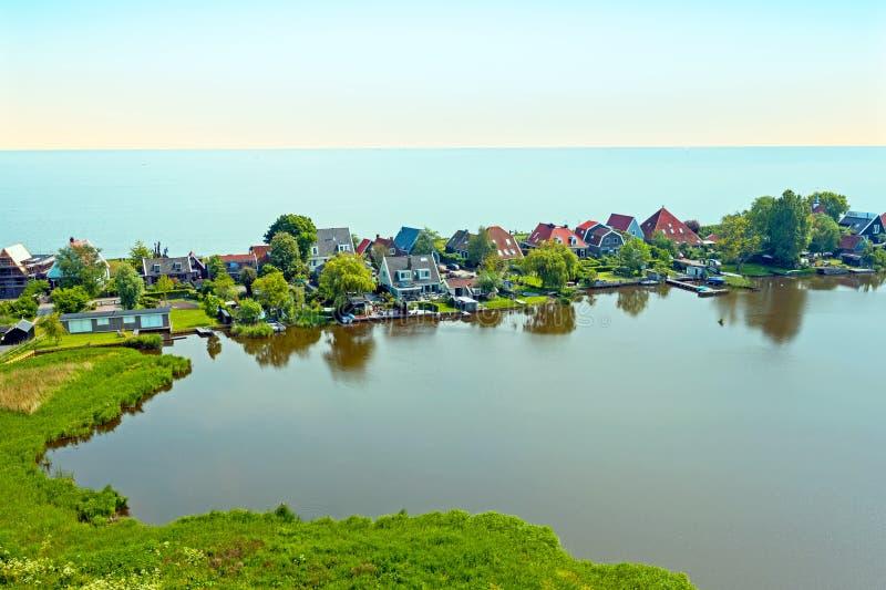 Антенна от традиционной деревни Uitdam на IJsselmeer в Нидерланд стоковое изображение