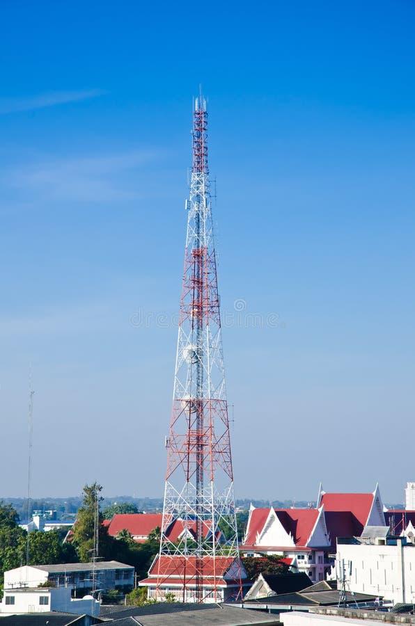 Антенна спутниковых антенна-тарелок стоковые фотографии rf
