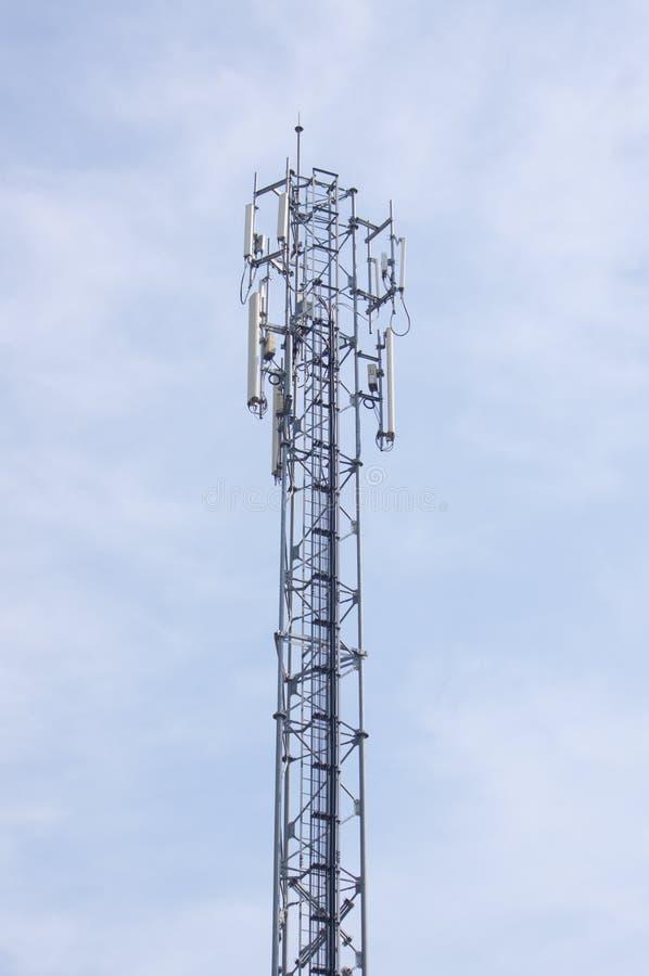 Антенны на передвижной башне сети Глобальная система для передвижного commu стоковые изображения