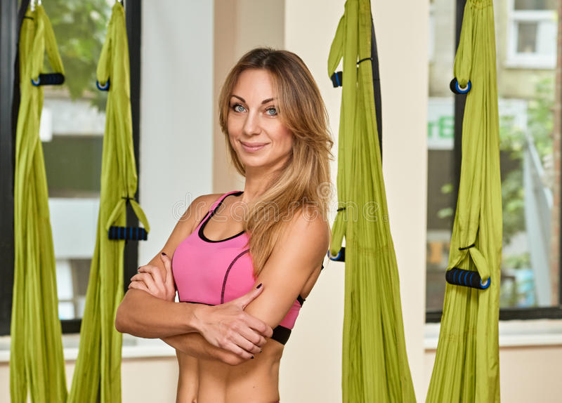 Антигравитационный тренер йоги стоковая фотография rf