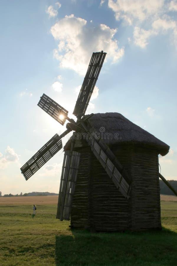 античная ветрянка сельской местности стоковая фотография rf