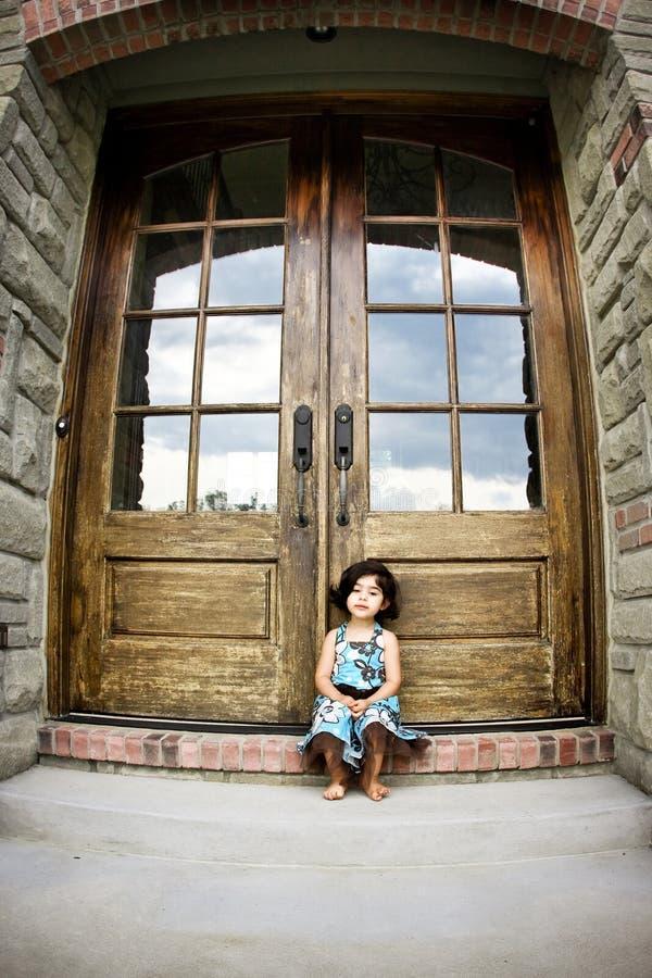 античная дверь ребенка стоковая фотография