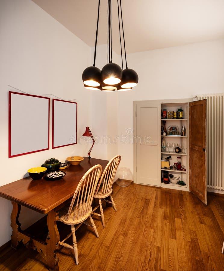 Античная деталь таблицы в дизайнерской квартире стоковые изображения rf