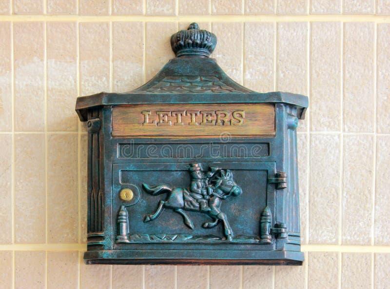 Античная коробка письма металла стоковая фотография rf