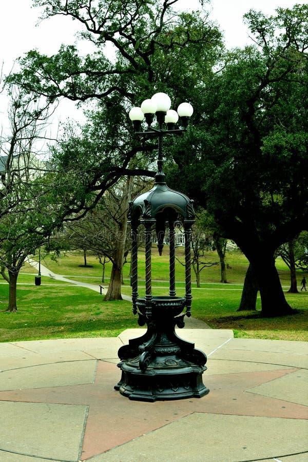 Античная лампа парка в капитолии государства Остина стоковое изображение rf