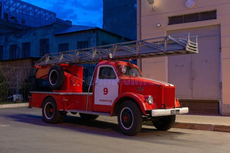 Античная пожарная машина в Санкт-Петербурге стоковые фотографии rf