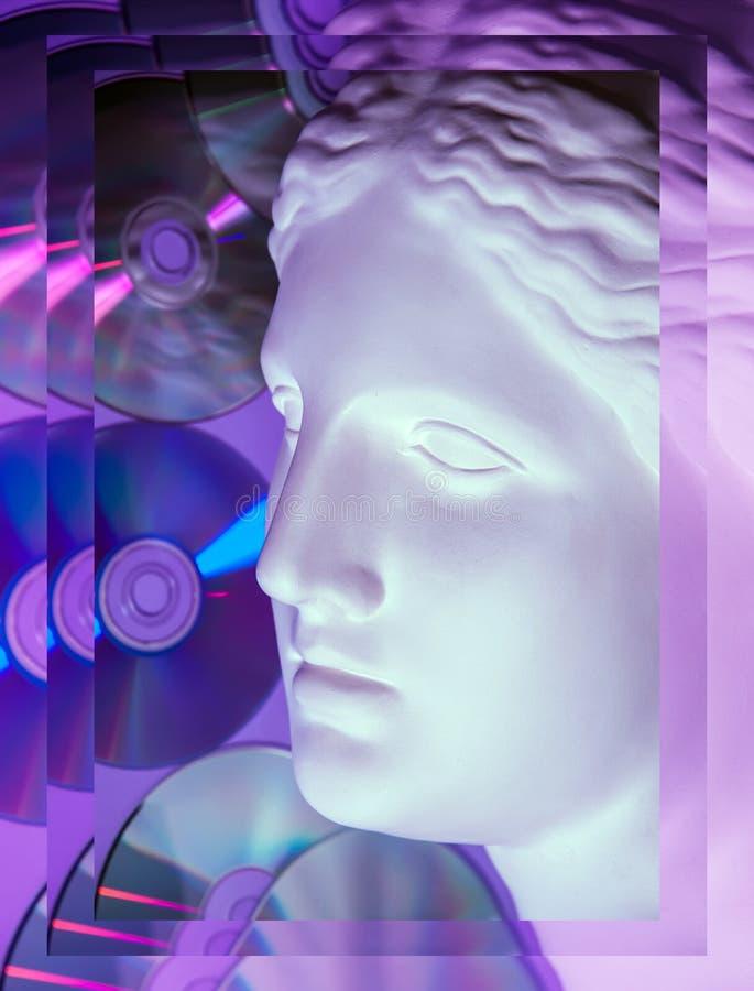 Античная статуя конца головы Венеры вверх на предпосылке CD яркого блеска Концепция музыки, стиля, года сбора винограда иллюстрация штока