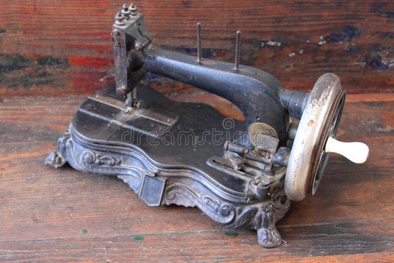 Античная швейная машина стоковое изображение rf