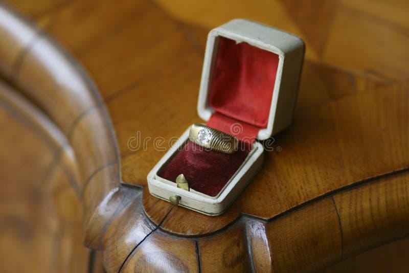 Античное гениальное кольцо ` s людей диаманта отрезка стоковые фото