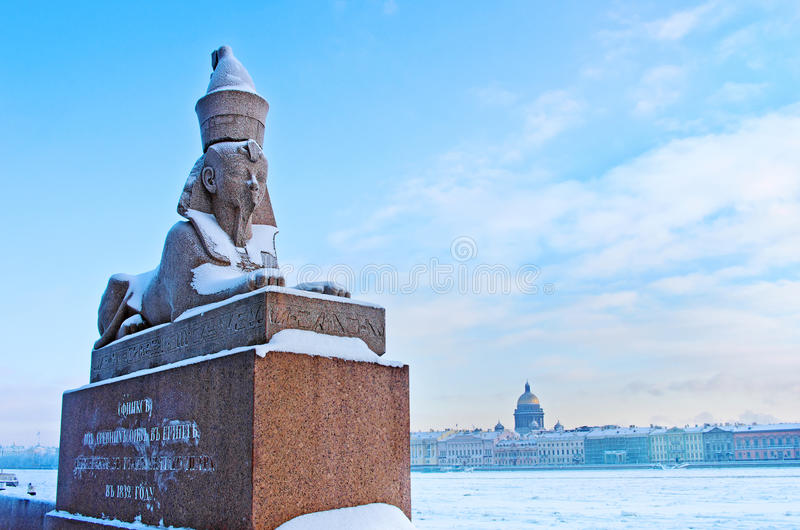 античное египетское sphynx на набережной реки Neva в Санкт-Петербурге, России стоковые фотографии rf