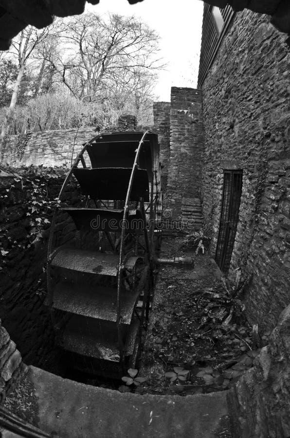 Античное колесо воды  стоковые фотографии rf