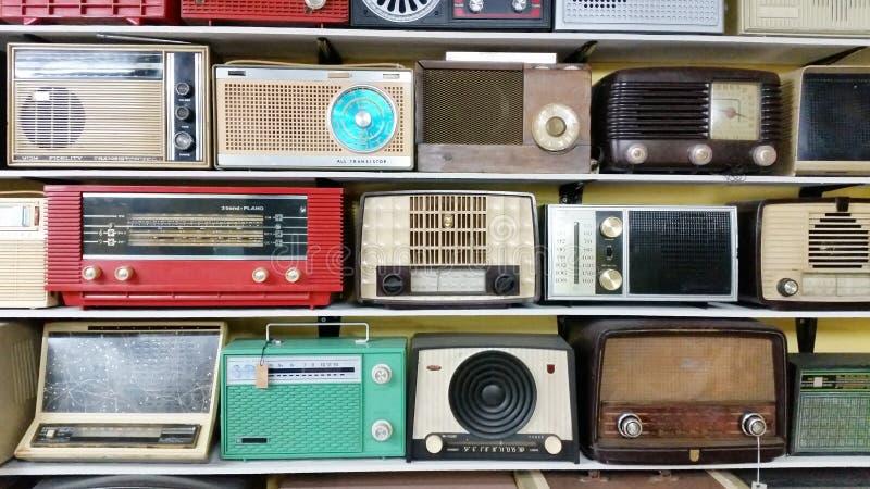 Античное радио транзистора стоковая фотография