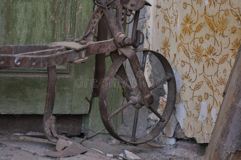 Античной плужок нарисованный лошадью стоковая фотография rf