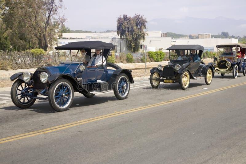 Античные автомобили и люди стоковое изображение rf