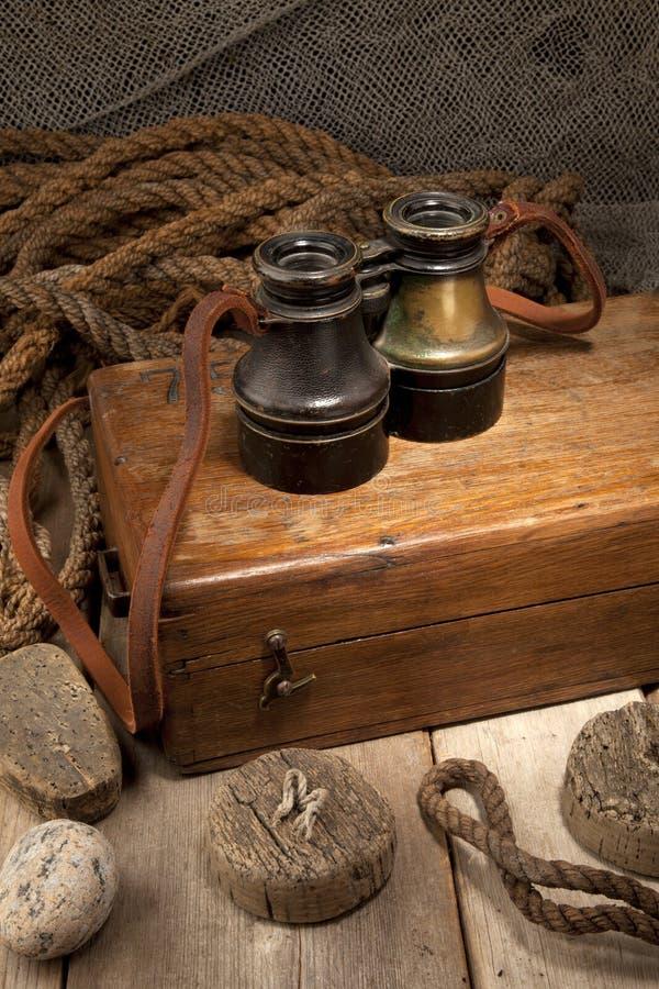 Download античные бинокли стоковое изображение. изображение насчитывающей золото - 17614951