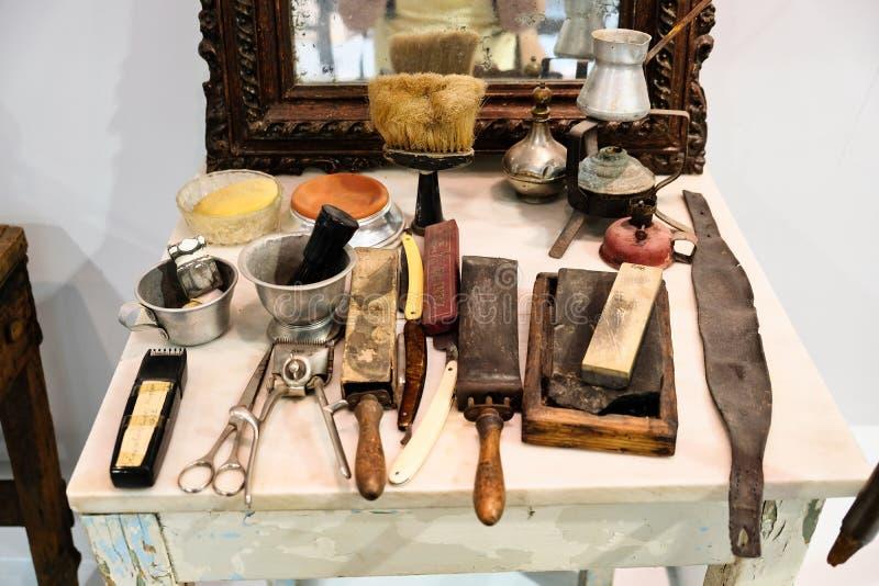 Античные детали парикмахерской, музей хлеба Amfiklia, Греция стоковые изображения rf