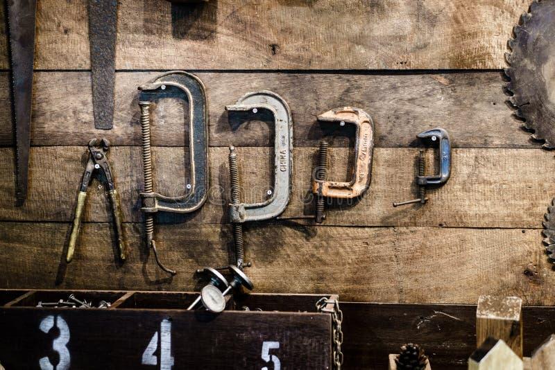 Античные инструменты плотника и разнорабочего стоковые фотографии rf