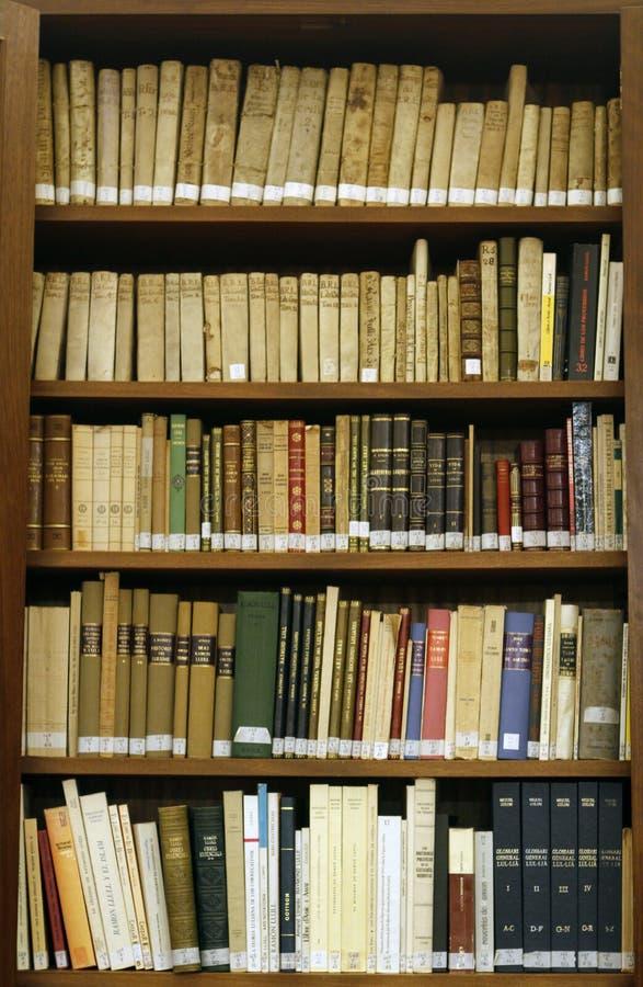 Античные средневековые книги на biblioteque Мальорки стоковое изображение