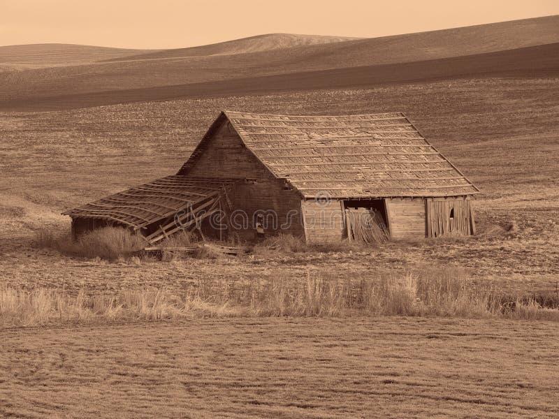 Download античный амбар стоковое изображение. изображение насчитывающей лошадь - 75907