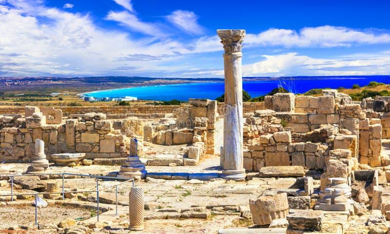 Античный висок Кипра - Kourion над морем стоковые изображения rf