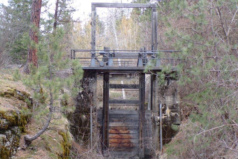 Античный водосброс воды построенный для пользы на реке Spokane стоковое изображение