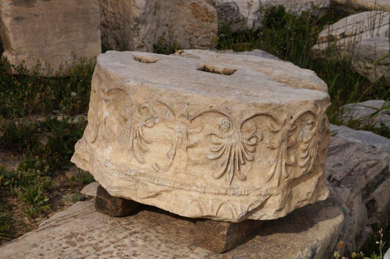 Античный греческий столбец, Парфенон, Афины, Греция стоковые изображения rf