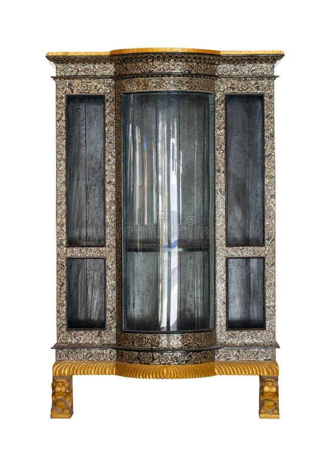 Античный деревянный шкаф изолированный на белизне стоковые изображения rf