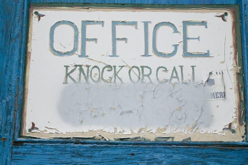Download античный знак офиса стоковое изображение. изображение насчитывающей vintage - 600147
