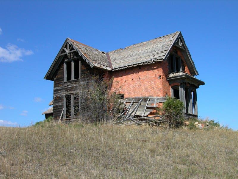 античный кирпич dilapidated дом стоковая фотография