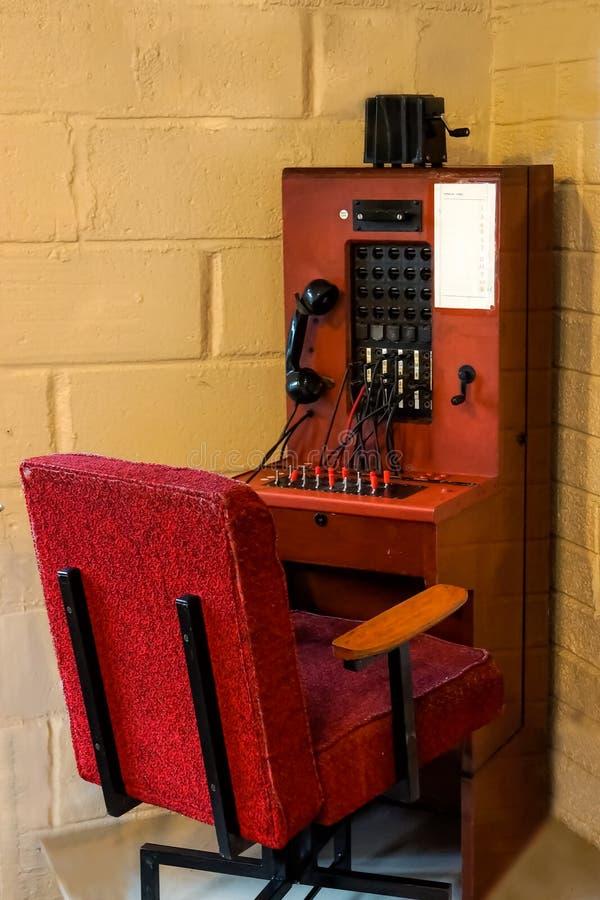 Античный коммутатор телефона, концепция соединения связи стоковое изображение