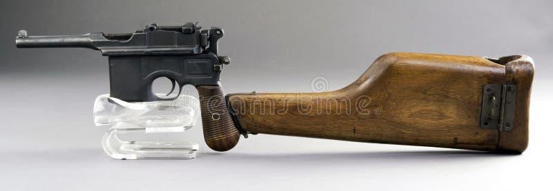Античный немецкий пистолет Broomhandle стоковые фотографии rf