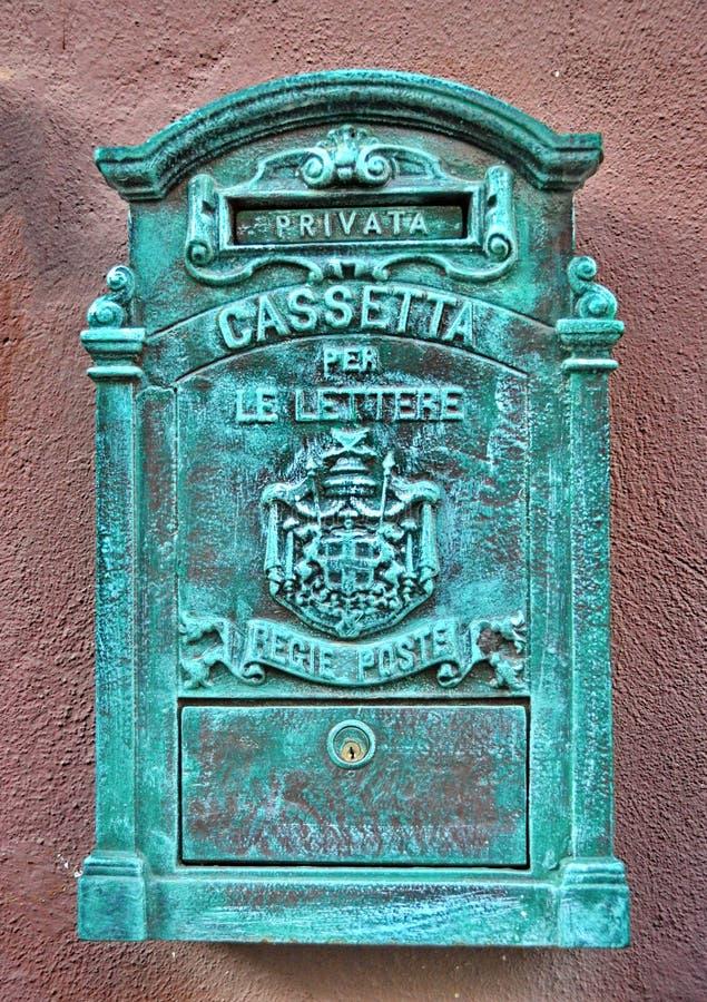 Античный почтовый ящик металла стоковое изображение