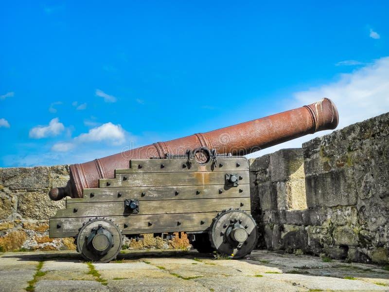 Античный старый канон в замке, Castillo De Сан Anton, Ла Coruna, стоковые изображения
