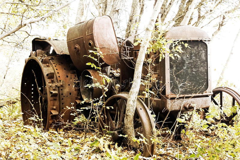 Античный трактор стоковое изображение rf