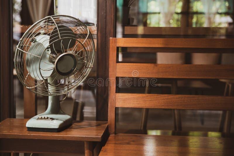 Античный электрический вентилятор - изображение запаса стоковые фотографии rf