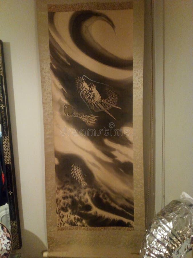 Античный японский дракон переченя вися стены в облаках стоковые изображения rf