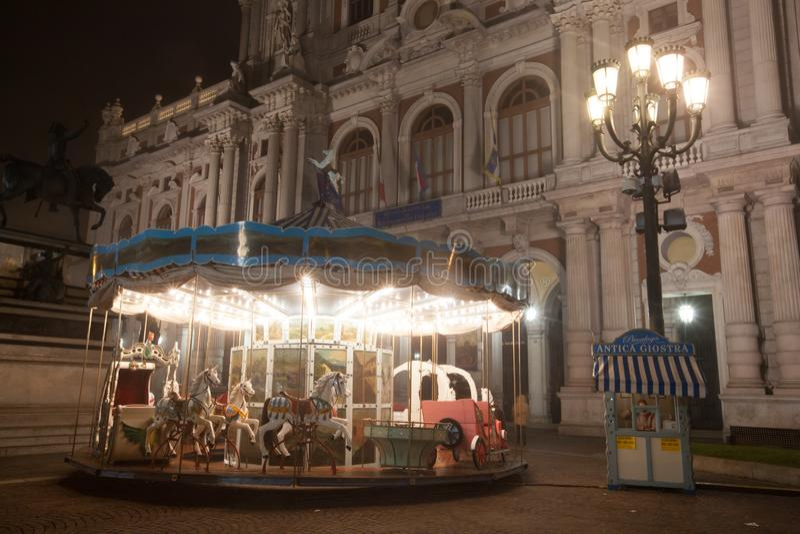 Античный carousel рядом с Palazzo Carignano, Турином, 2013 стоковые изображения rf