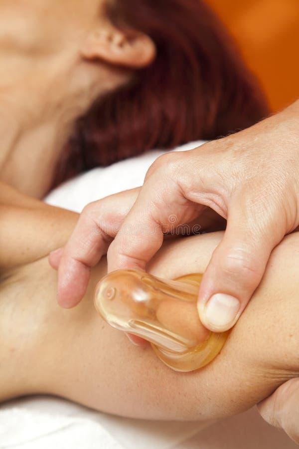 Анти- массаж целлюлита с пулером тела вакуума Ventuza стоковые изображения