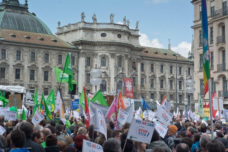 Анти- протест TTIP в Мюнхене Германии стоковая фотография