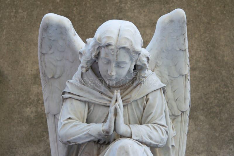 Download Анджел на надгробной плите на старом кладбище Стоковое Изображение - изображение насчитывающей ангеликового, ретро: 33739575
