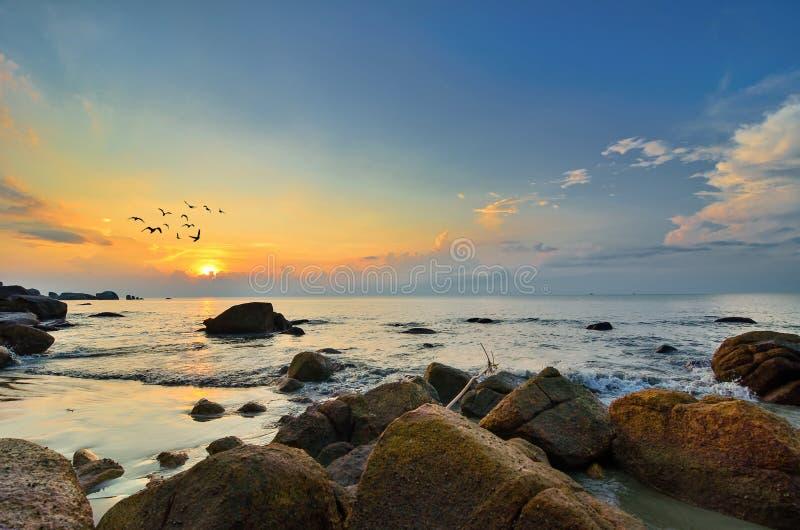 ландшафт красотки над восходом солнца моря стоковые фотографии rf