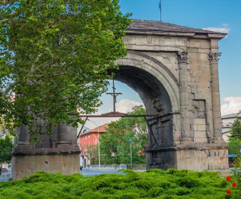 АОСТА, ИТАЛИЯ ИЮНЬ 2019: Свод Augustus которое один из самых важных памятников города Аосты стоковое изображение