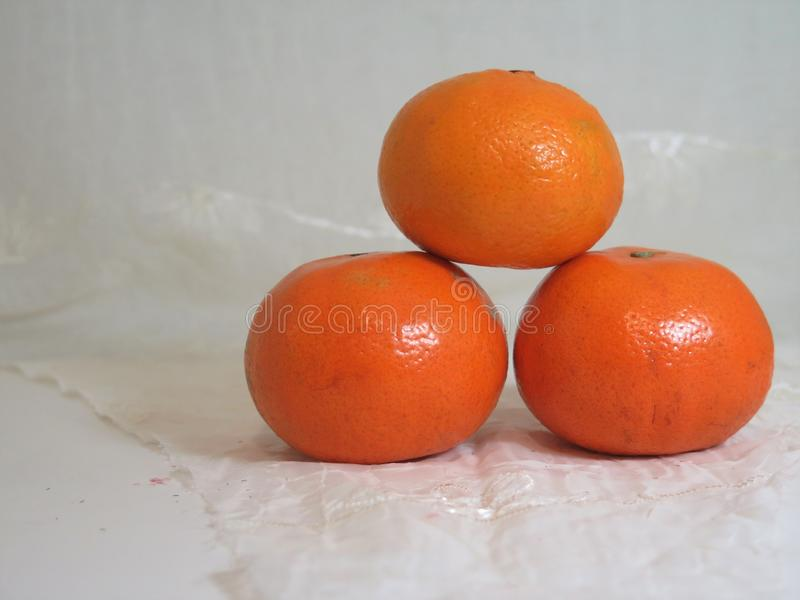 3 апельсина мандаринов стоковая фотография rf