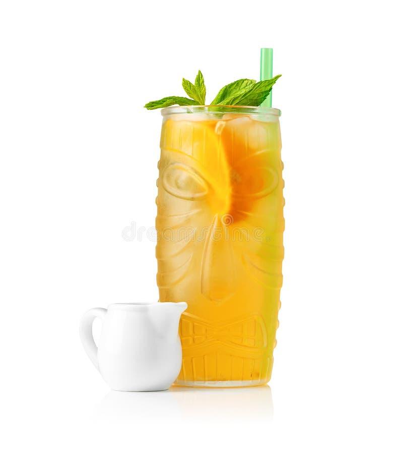 Апельсиновый сок на белой предпосылке стоковое изображение rf