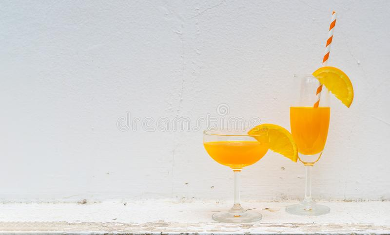 Апельсиновый сок на горячее лето стоковое изображение