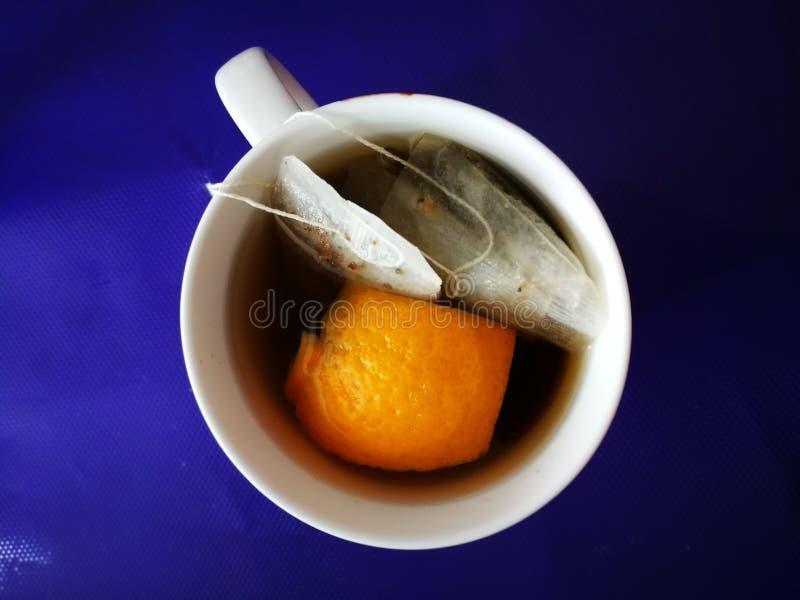 Апельсин и чай трав стоковая фотография rf