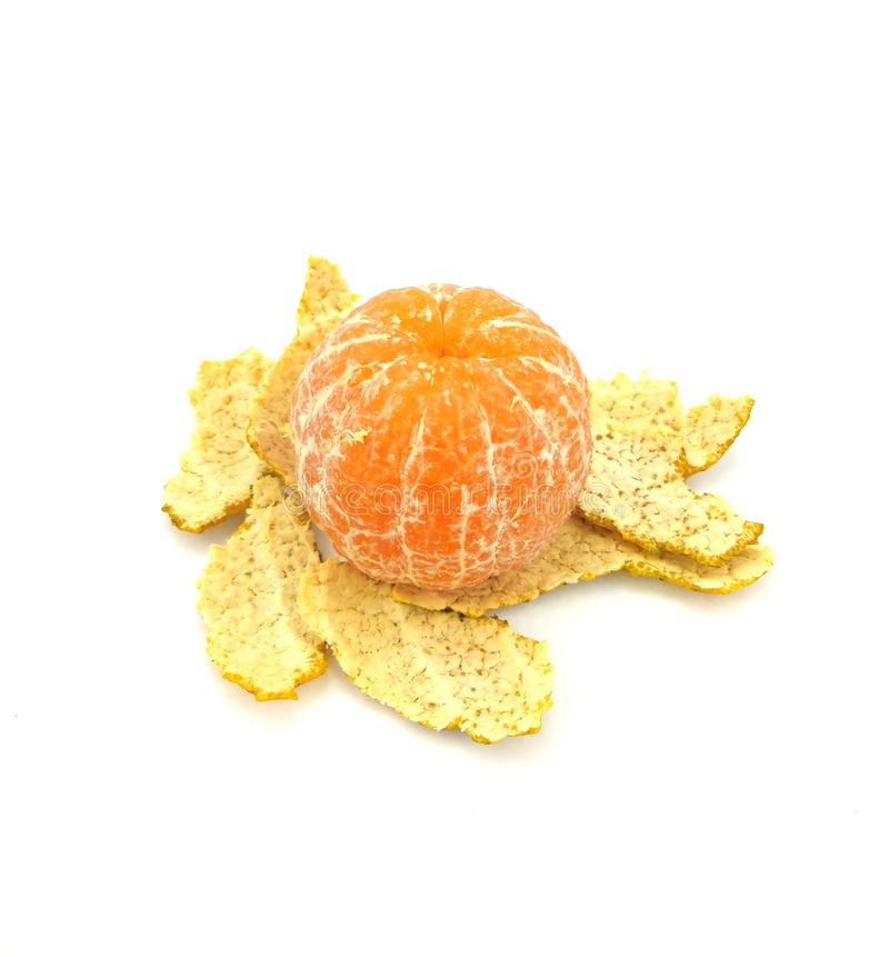 Апельсин с слезанный изолированный на белой предпосылке стоковое фото rf