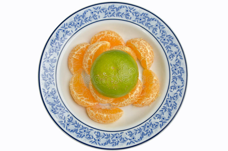 Апельсины в красивой плите стоковые изображения rf