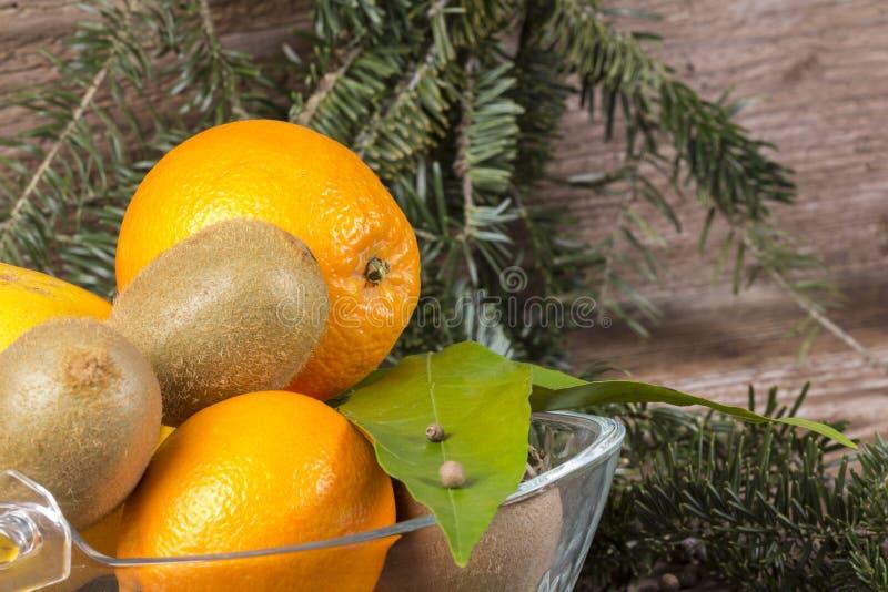 Апельсины и кивиы стоковое фото rf