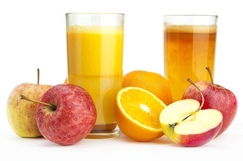 Апельсин и яблочный сок против стоковая фотография rf